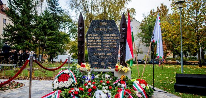 A forradalom zuglói hőseire és áldozataira emlékeztek