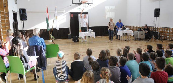 Világbajnok vendégeskedett a Jókai Mór Általános Iskolában