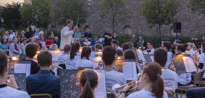Színes zenei programokat kínál a Filharmónia