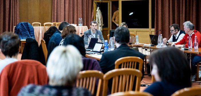 Nyugdíjasok eseti támogatásáról döntött a Népjóléti Bizottság