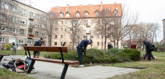 Újjászületnek a kerületi parkok és a játszóterek