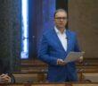 Tóth Csaba parlamenti felszólalás közben