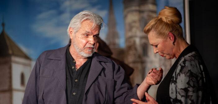 Nyertes Zsuzsa és Oszter Sándor a színpadon