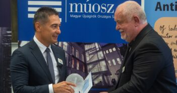Horváth Csaba polgármester átveszi a Radnóti-díjat